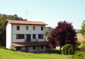 Solonghello, Casa con parco privato