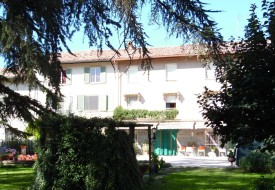 Casa con parco privato a Castelletto Merli