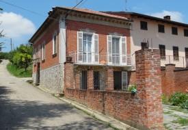 Casa con cortile - Alfiano Natta