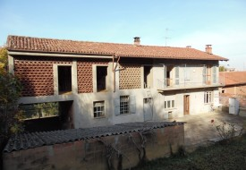 Casa con terreno - Grana