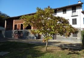 Cascina con terreno - vicinanze Moncalvo