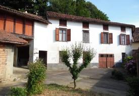 Casa con cortile - Grazzano Badoglio
