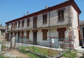 Casa con magazzini - Grana